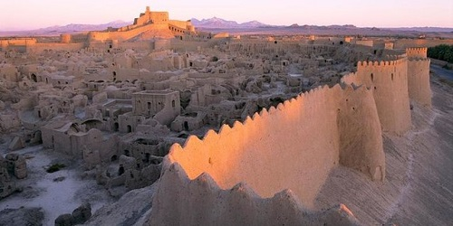 Dinding Arg-e Bam yang kokoh.(National Geographic)