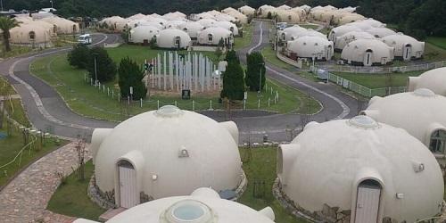 Desa Kyushu dengan 480 rumah dari styrofoam.(odditycentral)