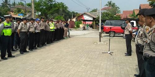 Personel polisi disiagakan menyusul adanya aksi bentrok 2 desa.(shy)
