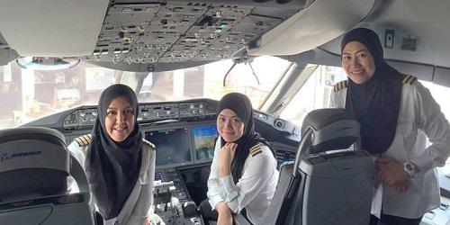 Pilot wanita di Royal Brunei Airlines (metro.co.uk)