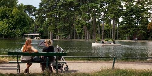 Bois de Boulogne, Paris Barat.(en.parisinfo.com)