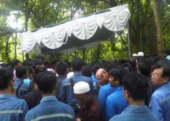 Posisi pemakaman korban ledakan PT Krakatau-Posco diikuti hikmat(tmn)
