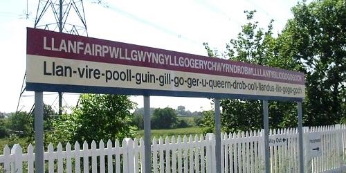 Nama sebuah desa di Anglesey, Wales, Inggris.(home.tiscali.cz)