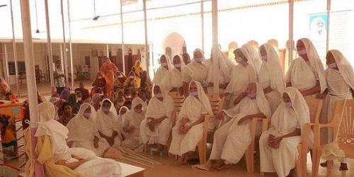 Ritual puasa Santhara.(odditycentral)