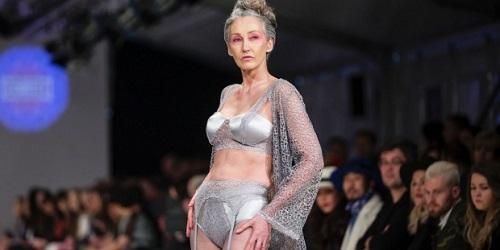 Mercy Brewer saat memperagakan lingerie.(stuff.co.nz)