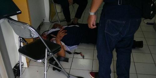 Korban tergeletak bersimbah darah.(yud/cep)