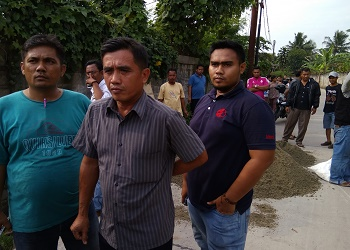 Warga Desa Telaga meminta PT Ching Luh memberikan lapangan pekerjaan.(agm)