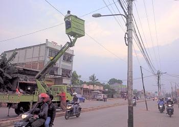 Perbaikan PJU di Jalan Raya Siliwangi.(yud)