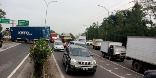 Truk Kontainer Terguling Di Exit Tol Bitung Kabar6 Com