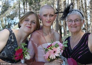 Natalie Adams (tengah) di hari pernikahan.(brilio.net)