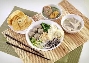 Mie Bakso Babat, salah satu menu di MBC.(asri)