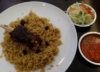 Menu nasi Mandhi kambing panggang.(asri)