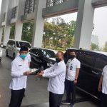 Lepas Jabatan Sekda, Muhamad Serahkan Empat Mobil Dinas.(Yud)